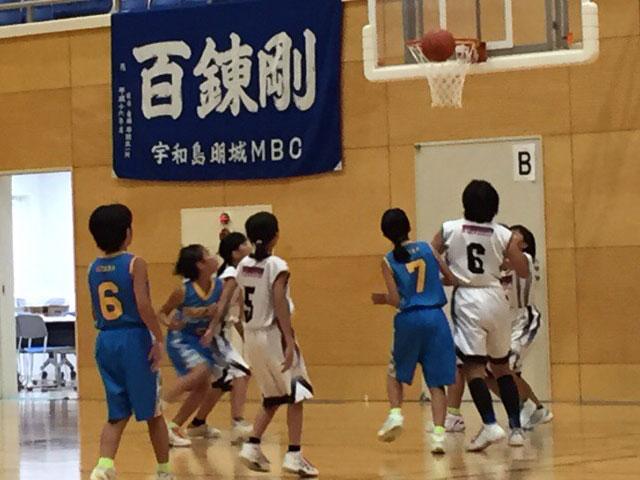 子供のバスケットの試合
